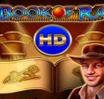 Обложка с улыбающимся парнем для демонстрации игры Book of Ra HD в казино онлайн Плей Фортуна